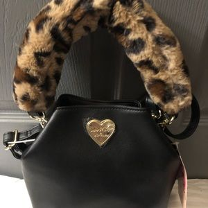 🆕 who doesn't love fuzzy leopard by Betsy